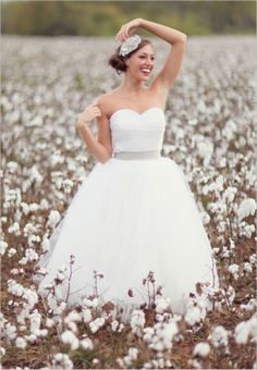 I love the bridal portrait in the cotton fields. It's very pretty and different. Something that could work here since we have cotton fields not too far away! Wedding Wishes, Wedding Bells, Wedding Gowns, Perfect Wedding, Dream Wedding, Wedding Day, Wedding Bride, Field Wedding, Wedding Stuff