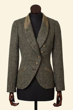 ~ Living a Beautiful Life ~ Walker Slater shop in Edinburgh, Scotland - the Emma bespoke in Harris Tweed Barleycorn weave in tan. Tweed Coat, Tweed Blazer, Harris Tweed, Walker Slater, Jackets For Women, Clothes For Women, Mode Inspiration, Blazers, Fashion Outfits