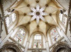 Burgos, que cuenta entre otros monumentos con la primera catedral gótica de la península, sus procesiones declaradas de Interés Turístico Nacional desde 2013.