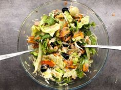 Najlepší šalát s tuniakom - Receptik.sk Cabbage, Vegetable Salads, Chicken, Meat, Vegetables, Ethnic Recipes, Food, Veggies, Essen