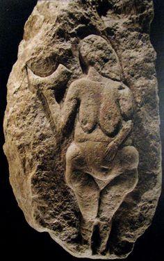 Venus de Laussel, Dordogne, ca 25000 BC