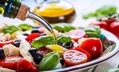 Eine gesunde Ernährung wirkt gegen Depressionen. Durch bestimmte Lebensmittel kann man Depressionen nicht nur vorbeugen sondern sogar bestehende depressive Verstimmungen lindern. Erfahren Sie, welche Lebensmittel gegen Depressionen helfen.