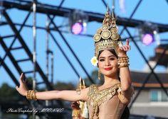 Angkor Wat Cambodia, Khmer Wedding, Wedding Costumes, Royal Ballet, Balinese, Southeast Asia, Traditional Outfits, Food Inspiration, Dancer