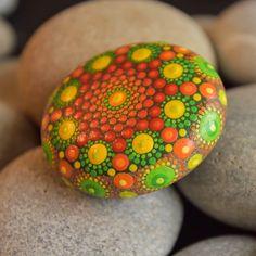 Green and Orange Hand Painted Sea Stone de LionaHotta en Etsy https://www.etsy.com/es/listing/540658241/green-and-orange-hand-painted-sea-stone