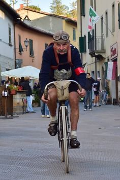 L'Eroica vintage bike ride - in pictures - Trend Pin Velo Retro, Velo Vintage, Vintage Cycles, Look Vintage, Vintage Bikes, Vintage Man, Bmx, Mountain Bike Shoes, Road Bike Women