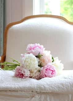 Fresh Flowers, Beautiful Flowers, Design Floral, Peonies Garden, White Peonies, Rose Cottage, Spring Home, Early Spring, Flower Power