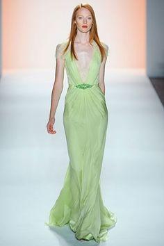catwalk,fashion+http://www.womans-heaven.com/catwalk-light-green-dress/