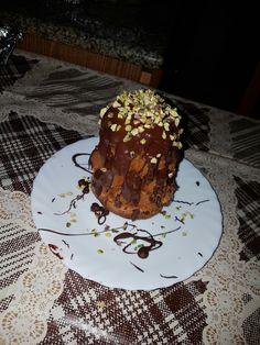 Pandorino farcito di nutella e ricoperto di cioccolato fondente e granella di pistacchio