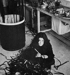 Yoko Ono in the cutting room New Cinema, Camera Art, Crochet Fall, Yoko Ono, Artist At Work, My Idol, Photos, My Arts, Fine Art