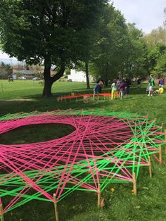 A Zen Librarian: Giant Geometry: Public Art Project! - Using string art to learn about math and geometry. I love the spin on taking it outdoors where kids have to get up and move :) Group Art Projects, Collaborative Art Projects, School Art Projects, High School Art, Middle School Art, Arte Elemental, Arte Linear, Steam Art, Art Public