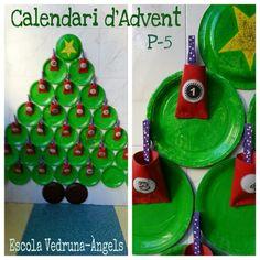 Calendari d'Advent i arbre de Nadal fet amb plats de cartró i tubs de cartró de paper de water. Alumnes de P-5. Escola Vedruna- Àngels. Barcelona