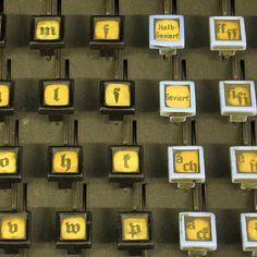 Museumsdetail: Linotype-Tastatur. #museumfuerdruckkunst #hochdruck #buchdruck #letterpress #linotype #maschinensatz #museumsdetail /// Foto: Museum für Druckkunst Leipzig