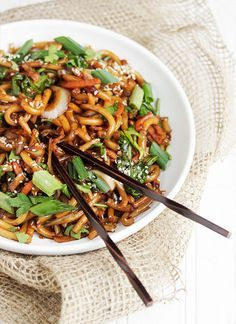 Spicy Udon and Vegetable Stir Fry. Spicy Udon Noodle and Vegetable Stir Fry - ready in just 15 minutes! Spicy Udon Noodle Recipe, Stir Fry Recipes, Cooking Recipes, Noodle Recipes, Udon Stir Fry, Vegetarian Recipes, Healthy Recipes, Asian Cooking, Weeknight Meals