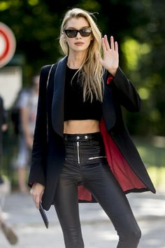 NEW MODEL LOOK Street style outfit ootd fashion style models style beautiful girls Ootd Fashion, Fashion Photo, Fashion News, Fashion Models, Fashion Beauty, Fashion Outfits, Street Fashion, Look Street Style, Model Street Style