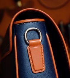 Věnujeme se zakázkové výrobě luxusních kožených sad podle přání klientů. Používáme tradiční technologie výroby sdůrazem na ruční práci.