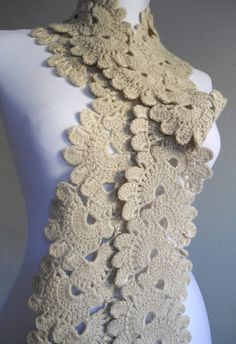 I wish I could knit. I don't wear a lot of scarfs but this is cute Handmade Gifts For Her, Arts And Crafts, Diy Crafts, Neck Scarves, Crochet Scarves, Halloween Gifts, Neck Warmer, Hand Crochet, Valentine Day Gifts