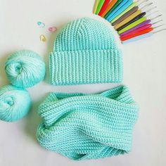 Комплект на осень-весну крючком : шапка и снуд