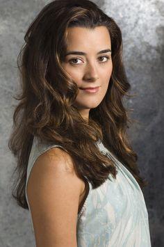 Love her hair. Cote de Pablo.