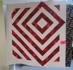 An interesting HST Canada 150 quilt. From a show in Whitehorse. Canada 150, Quilting Projects, Quilt Patterns, Quilts, Fabric, Ideas, Tejido, Comforters, Quilt Pattern
