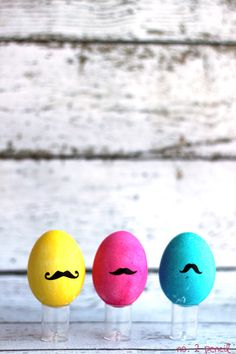"""Mustache Eggs   Community Post: 19 """"Speggtacular"""" Ways To Decorate Easter Eggs"""