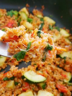 This quick tomato quinoa risotto is a very easy, super healthy lunch or dinner! Gluten-free, vegetarian recipe with easy vegan option.