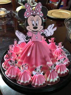 Idea gelatina Minnie mouse Minnie Mouse Birthday Decorations, Minnie Mouse Cookies, Minnie Mouse Party, 1st Birthday Party For Girls, Minnie Birthday, Princess Wedding Cakes, Jello Cake, Barbie Cake, Disney Cakes