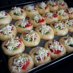 Pizza poğaça – Güveç yemekleri – The Most Practical and Easy Recipes Donut Recipes, Pizza Recipes, Cooking Recipes, Iftar, Turkish Recipes, Food To Make, Brunch, Food And Drink, Yummy Food