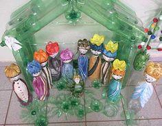 Pesebre elaborado con botellas plasticas