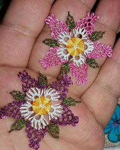 Best Picture For crochet earrings long For Your Taste You are looking for something, and it is going to tell you exactly what you. Crochet Earrings Pattern, Bead Crochet, Needle Lace, Bobbin Lace, Crochet Flowers, Crochet Doilies, Yarn Crafts, Diy And Crafts, Hairpin Lace