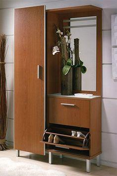 Le presentamos este elegante y práctico mueble auxiliar para su entrada, que se compone de espejo, zapatero y ropero. Se encuentra disponible en roble-wengué, cerezo y wengué.