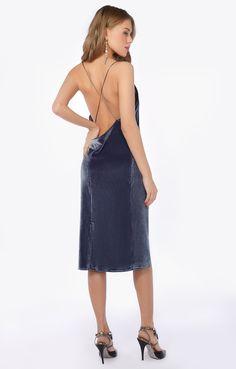 Купить Бархатное платье комбинация с открытой спиной TOP20studio от TOP20studio за 7400 руб в интернет-магазине TopTop.ru