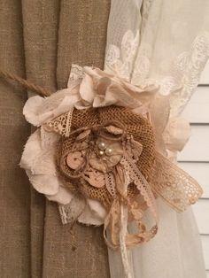 Abrazaderas de flor, arpillera y flor del cordón, abrazaderas, flor de torta de boda, torta de arpillera, pantalla flor, decoración de la boda rústica, 6 pulgadas