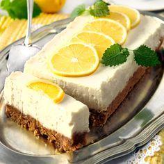 Läcker cheesecake med härlig citronsmak. Kakan behöver inte gräddas, utan endast stå i kylen.
