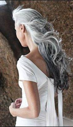 YASMINA ROSSI - i hope my hair looks like this when its white and gray. Long Gray Hair, Silver Grey Hair, Silver Ombre, Short Hair, Hair Dos, Your Hair, Pelo Color Plata, Yasmina Rossi, Pelo Natural