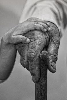 Let me Help By Hussain Khalaf De génération à génération