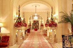 For Christmas Best Holiday Resorts | Empezamos con la clásica decoración del Hotel Ritz de Londres.