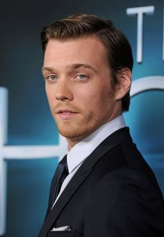 Jake Abel Photos - 'The Host' World Premiere - Zimbio