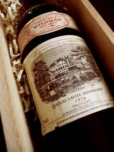 Chateau Lafite Rothschild, il vino più costoso del mondo - My Luxury Chateau Lafite Rothschild, Wine Brands, Spiritus, Expensive Wine, French Wine, Vintage Wine, In Vino Veritas, Italian Wine, Wine Time