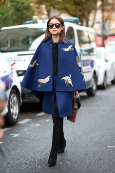 Top 8 Street Style Trends: Spring 2015 Miroslava Duma in Valentino. love the blue cape!Miroslava Duma in Valentino. love the blue cape! Street Style 2014, Printemps Street Style, Street Style Chic, Spring Street Style, Spring Style, Street Trends, Fashion Week Paris, Paris Street Fashion, Winter Fashion