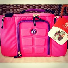 Six pack bag! Perfect for meal prep and eating right on the go! :) I need another but in this pink color perfect!!