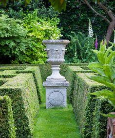 Narrow garden ideas – 10 design rules for transforming a long plot   Country Garden Privacy, Garden Fencing, Garden Paths, Garden Landscaping, Formal Gardens, Small Gardens, Outdoor Gardens, Raised Vegetable Gardens, Vegetable Garden Design