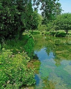 #England #spring #green #lake #water #reflection #trees #landscape #herrickphoto #photographernorthlondon #beautiful #blueskies