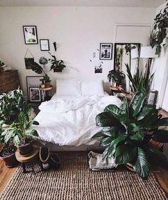 Cozy Small Bedrooms, Bohemian Bedrooms, Decoration Inspiration, Room Inspiration, Bedroom Plants, Bedroom Decor, Bedroom Ideas, Deco Boheme Chic, Aesthetic Bedroom