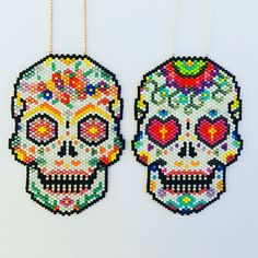 Qui veut jouer au jeu des 7 différences ? #brickstitch #miyuki #miyukiaddict #mexicanskull #sugarskull #jewel #bijoux #sautoir