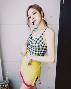 roses_are_rosie IG update 💛💛💛💛💛💛 Kpop Girl Groups, Korean Girl Groups, Kpop Girls, Forever Young, Rose Bonbon, Rose Park, Park Chaeyoung, Jennie Blackpink, Blackpink Jisoo