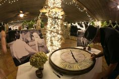 Using a large clock for a guest book. with the hour painted on! New Years Wedding, Next Wedding, Wedding Guest Book, Perfect Wedding, Book Clock, Function Hall, Masquerade Wedding, Auld Lang Syne, Lush Garden