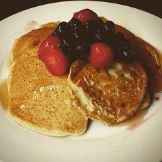 Just practicing for pancake day... #glutenfree #glutenfreevegan #vegan #vegansofig #bananapancakes #breakfast #norefinedsugar #berries #whatveganseat by elaine_lighten