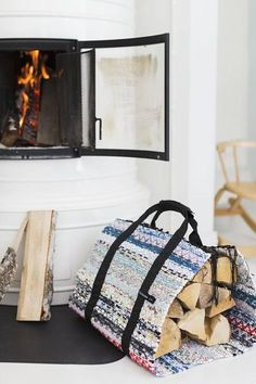 Carrier for logs. Weaving Projects, Diy Projects To Try, Diy And Crafts, Sweet Home, Cottage, Interior Design, Furniture, Home Decor, Loom Knitting