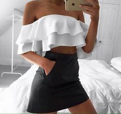 35 Coolest Trending Outfits On This Summer White Ruffle Top + Black Skirt Street Style Outfits, Mode Outfits, 90s Fashion, Fashion Outfits, Womens Fashion, Fashion Tips, Girl Fashion, Vogue Fashion, Fashion Hair
