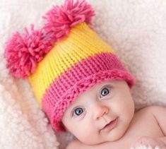 Шапочка с попонами для новорожденной девочки спицами